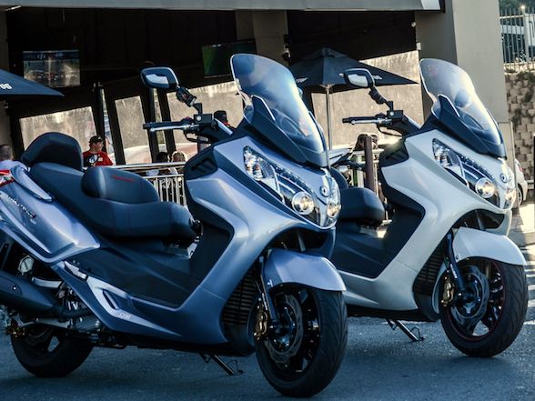 Sym MaxSym 400i and 600i Hyperscooters