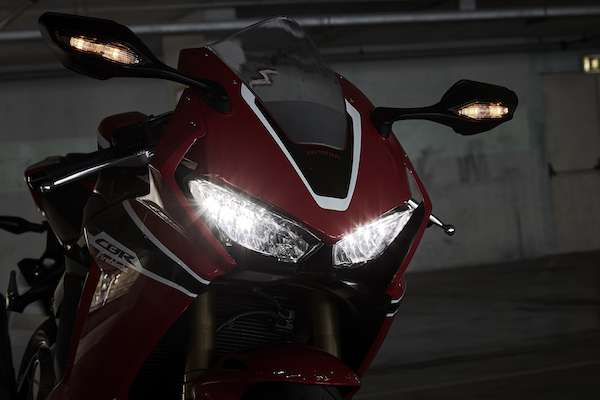 Honda Fireblade looks