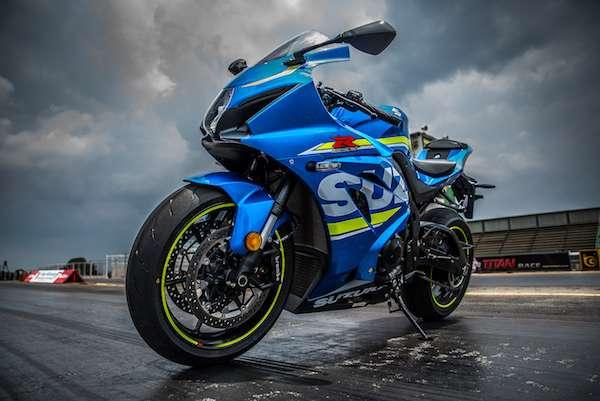 2017 Suzuki GSX-1000 looks