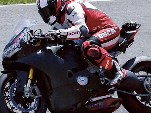Video: Ducati V4 superbike first look and sound