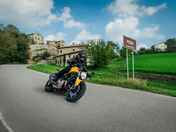 Ducati announces new Monster 821 – several new-age designers commit suicide