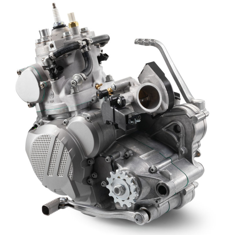 176957_KTM EXC TPI Engine MY 2018 studio
