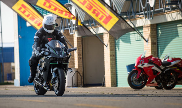 Kawasaki H2R video – behind the scenes of pure fear