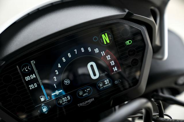 BA8I6728_Triumph Speed Triple 2018 TFT dash