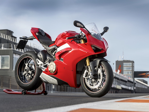 Video: The Ducati Panigale V4 build-up, review and crash explanation
