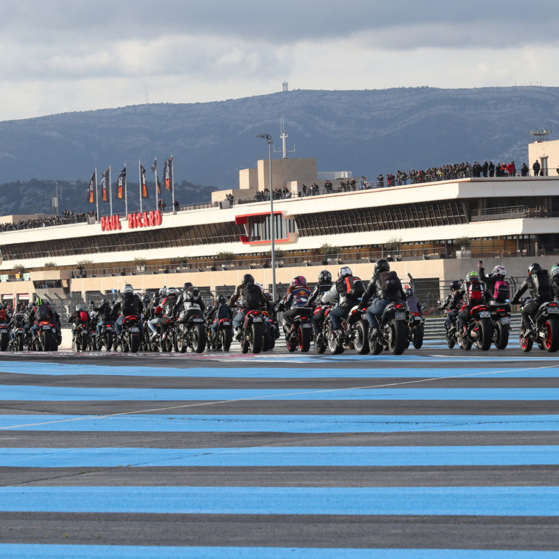 Ducati Monster Record a3b0fac1199345eee179ce9f0536ac889d6a13fec2d164a1d058dfce4544d11d_Parade Monster- 3_UC65102_Mid