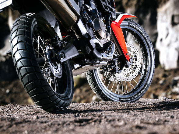 Review: Metzeler Karoo Street – a tyre that does both dirt and tar?