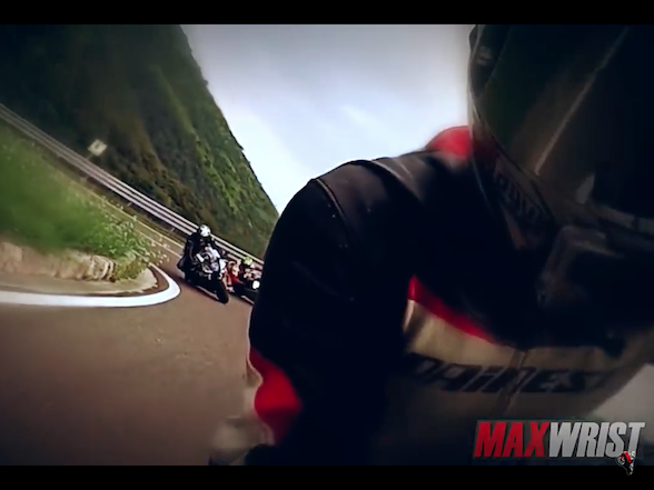 Video: Mad man superbike street racing, Italian style