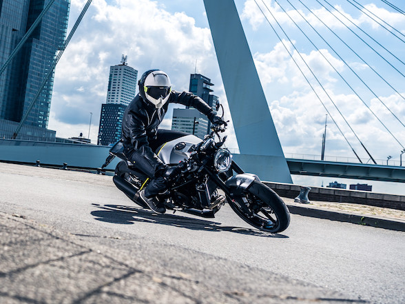 Review and Video: Husqvarna Vitpilen 701 – the bike for art lovers