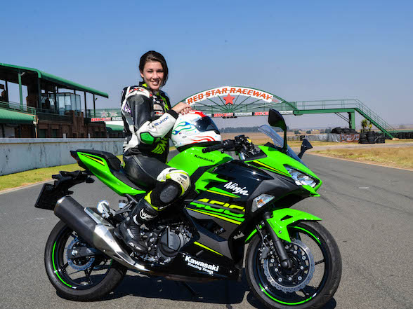 Video review: Lady racer on a Kawasaki Ninja 400