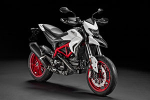 Hypermotard 939 01_UC33602_Low