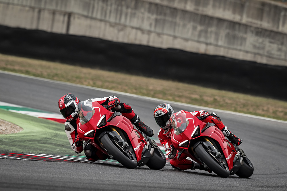 21_DUCATI PANIGALE V4 R ACTION_UC69258_Low