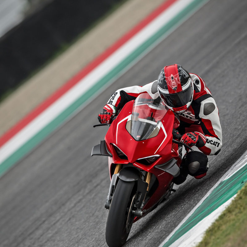 33_DUCATI PANIGALE V4 R ACTION_UC69268_Low
