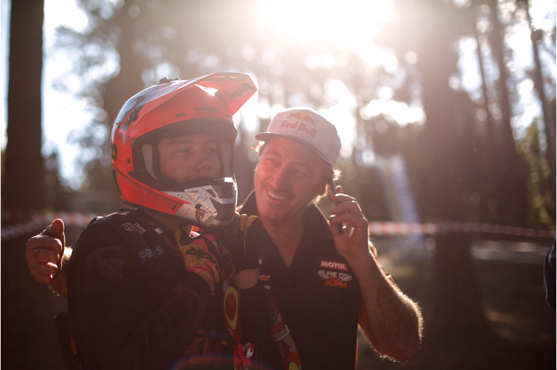 Bradley Cox signs for Brother Leader Tread KTM 2019-01-09 at 10.05.48