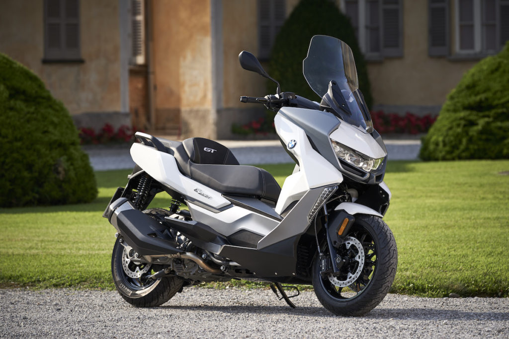 P90327536-BMW C400GT Lisbon Review