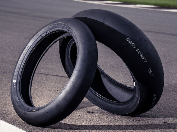 Review – Batt UHP Full Slicks: All the tyre you need for R3,400 a set