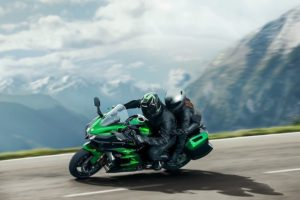 Kawasaki H2 SX SE: Supercharged touring for the superbike refugee