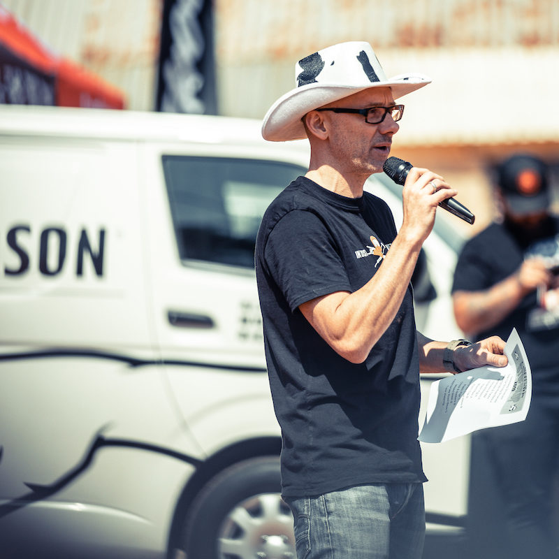 Stofskop organiser Chris Shelvey giving the riders briefing, taken by ZCMC