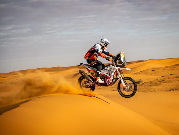 SOUTHERN AFRICA'S BRANCH AND LANDMAN CONQUER FIRST HALF OF DAKAR RALLY