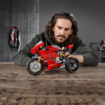 04_Ducati Panigale V4 R LEGO_ Technic__UC154222_Low