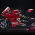05_Ducati Panigale V4 R LEGO_ Technic__UC154216_Low