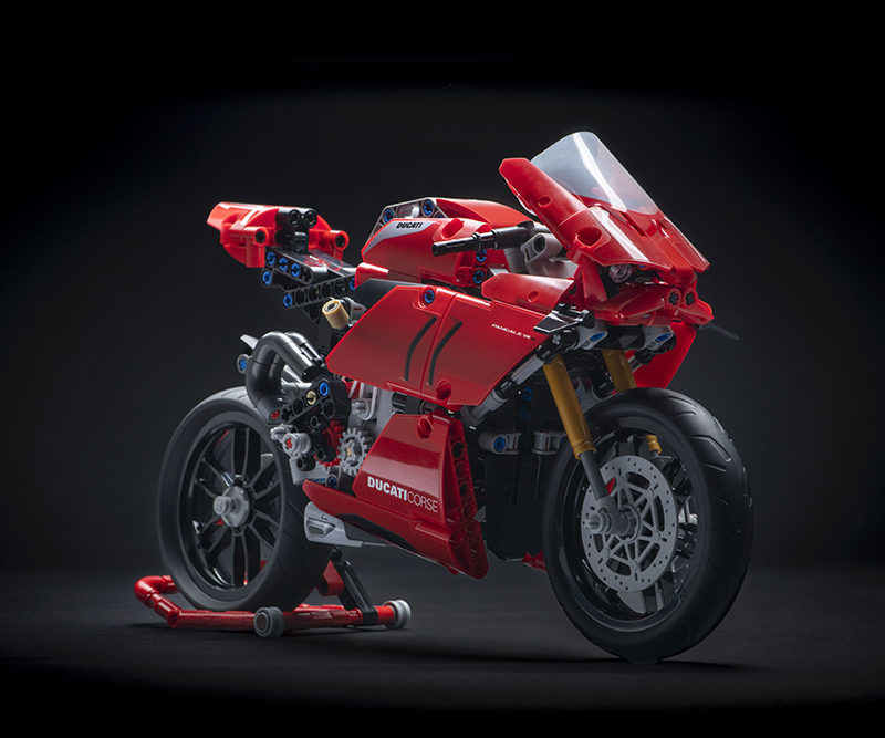 06_Ducati Panigale V4 R LEGO_ Technic__UC154215_Low