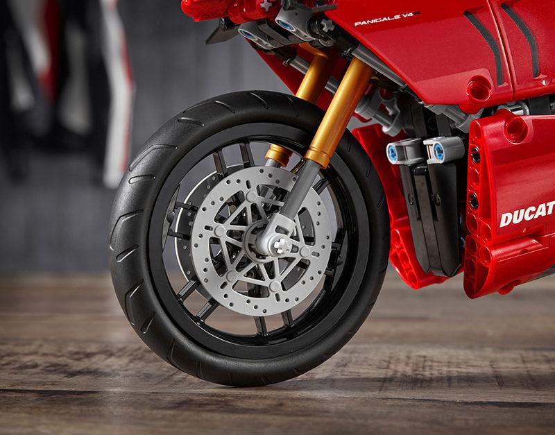 10_Ducati Panigale V4 R LEGO_ Technic__UC154233_Low