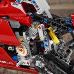 11_Ducati Panigale V4 R LEGO_ Technic__UC154234_Low