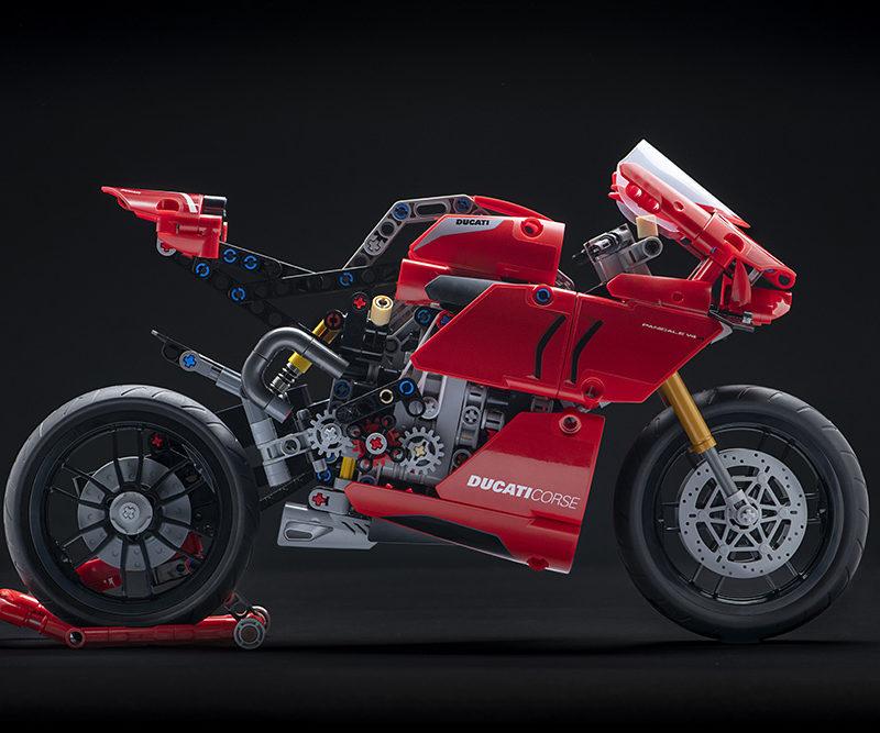 12_Ducati Panigale V4 R LEGO_ Technic__UC154226_Low