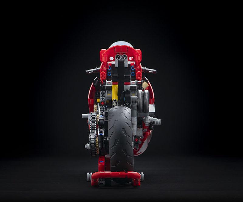 14_Ducati Panigale V4 R LEGO_ Technic__UC154225_Low