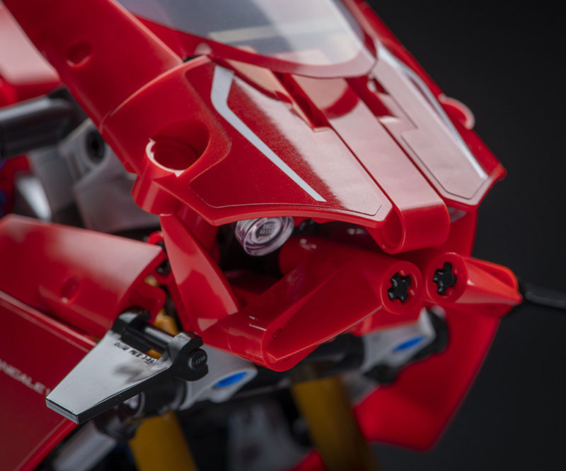 15_Ducati Panigale V4 R LEGO_ Technic__UC154231_Low