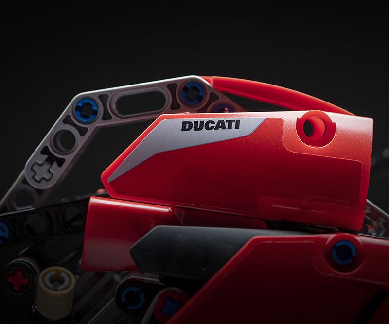 18_Ducati Panigale V4 R LEGO_ Technic__UC154229_Low