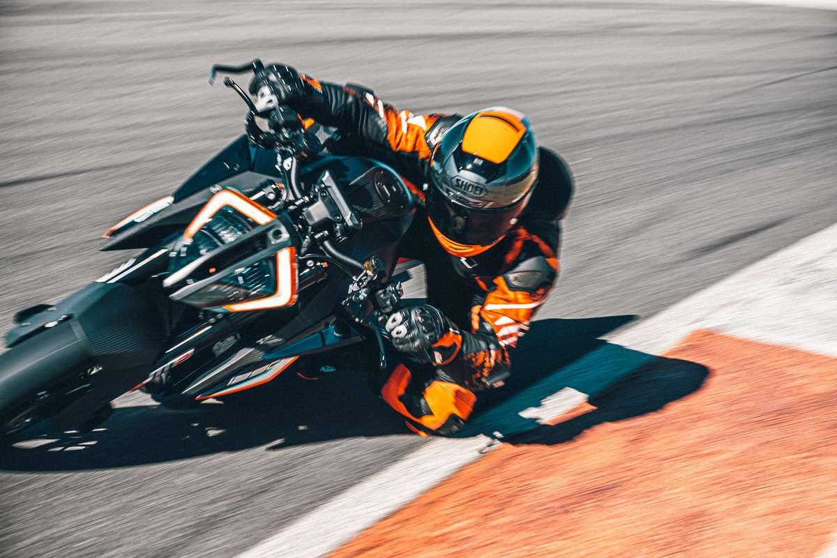 377932_MY21-KTM-1290-SUPER-DUKE-RR_-Action - The Bike Show