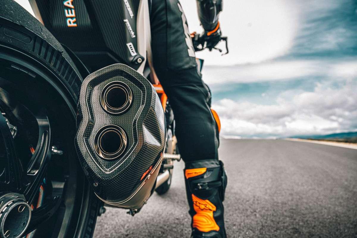 377984_MY21-KTM-1290-SUPER-DUKE-RR_-Action - The Bike Show