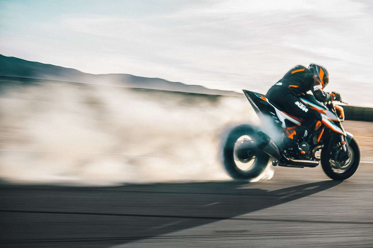 378262_MY21-KTM-1290-SUPER-DUKE-RR_-Action - The Bike Show