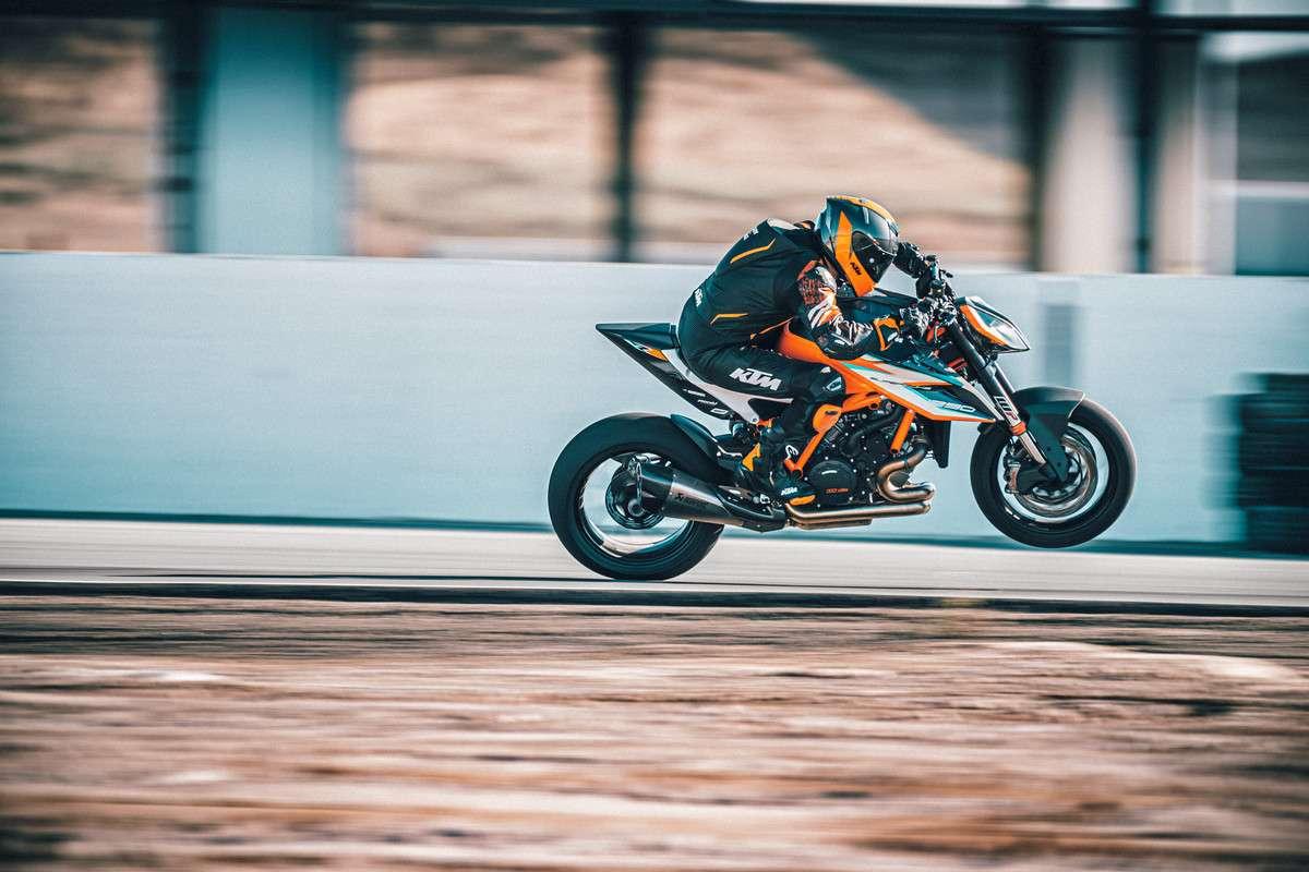 378263_MY21-KTM-1290-SUPER-DUKE-RR_-Action-1 - The Bike Show